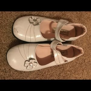 Other - Girls White Nary Jane Dress Shoes 2